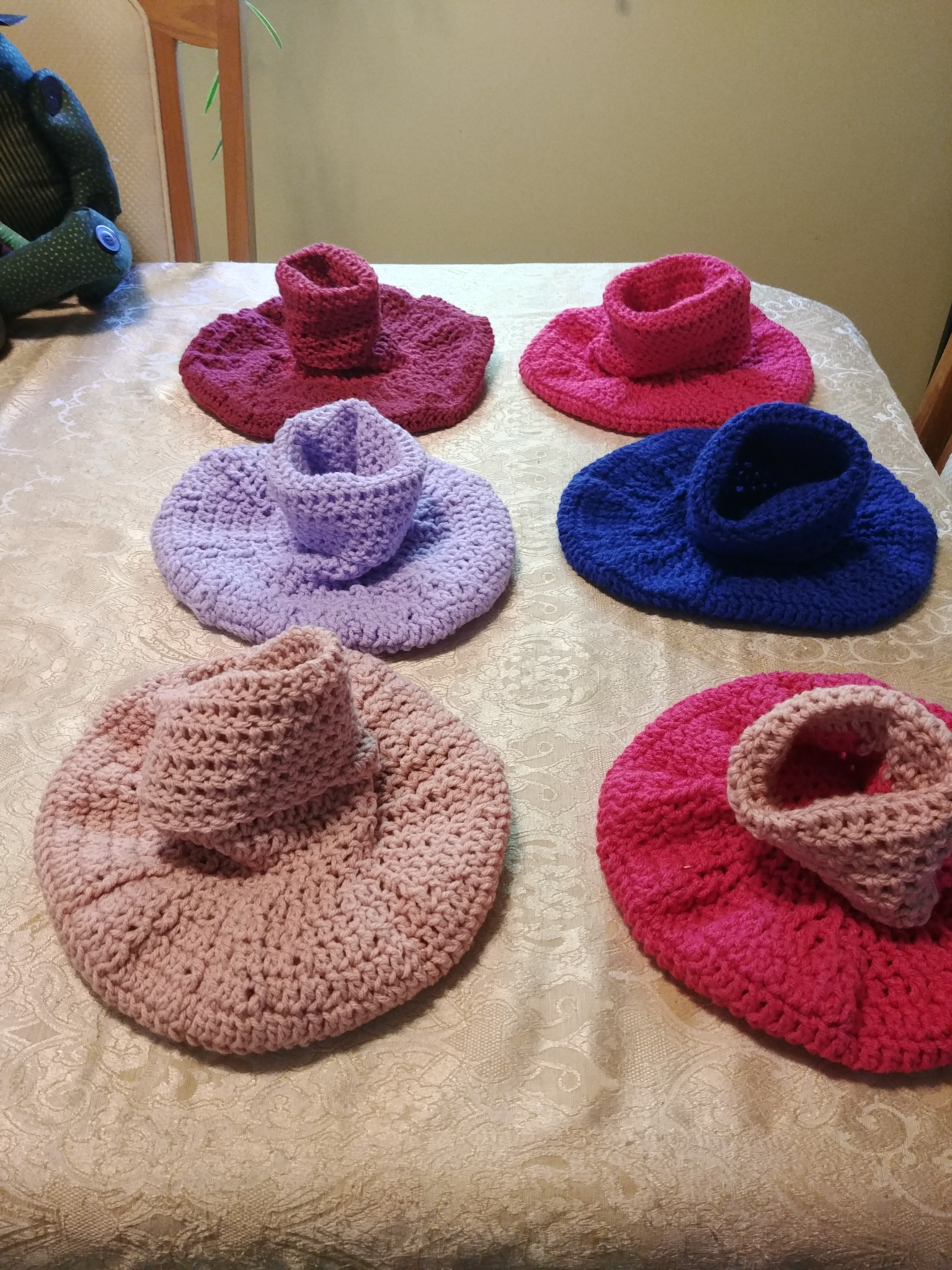 knit circle pouch bed in multiple colors